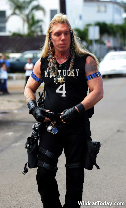 "Jon Hood suits up in Maui for his job shadowing day with ""Dog the Bounty Hunter."""